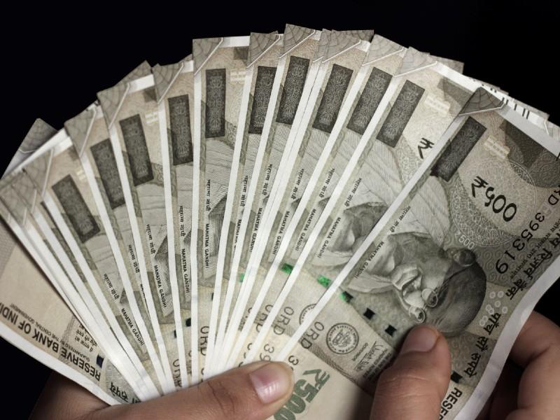 Post office में जमा पैसा निकालने पर लगेगा टैक्स, बचने के लिए अपनाएं यह तरीका