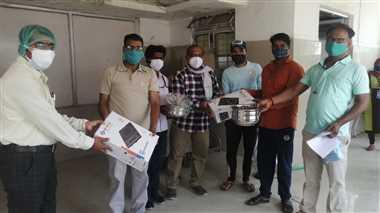 युवाओं की टोली बनी सहारा, ऑक्सीजन सिलिंडर व अन्य मशीनें दी दान