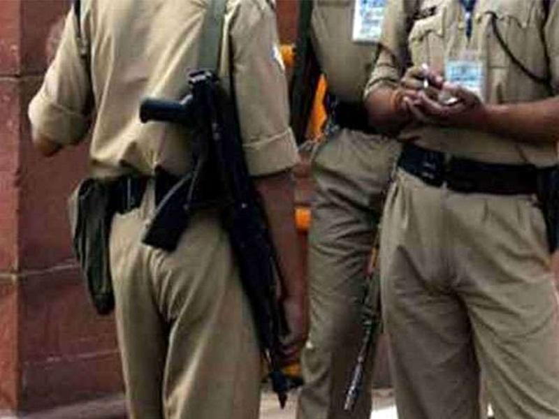 Jabalpur News: बिना मास्क पहने मोहल्ले में घूम रहा था कोरोना का मरीज, पुलिस ने घेराबंदी कर उसे दबोचा