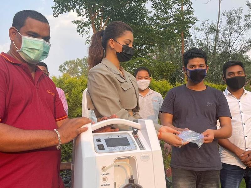 Coronavirus Crisis: उर्वशी रौतेला ने भी बढ़ाए मदद के हाथ, उत्तराखंड में दान किए ऑक्सीजन कॉन्सेंट्रेटर्स