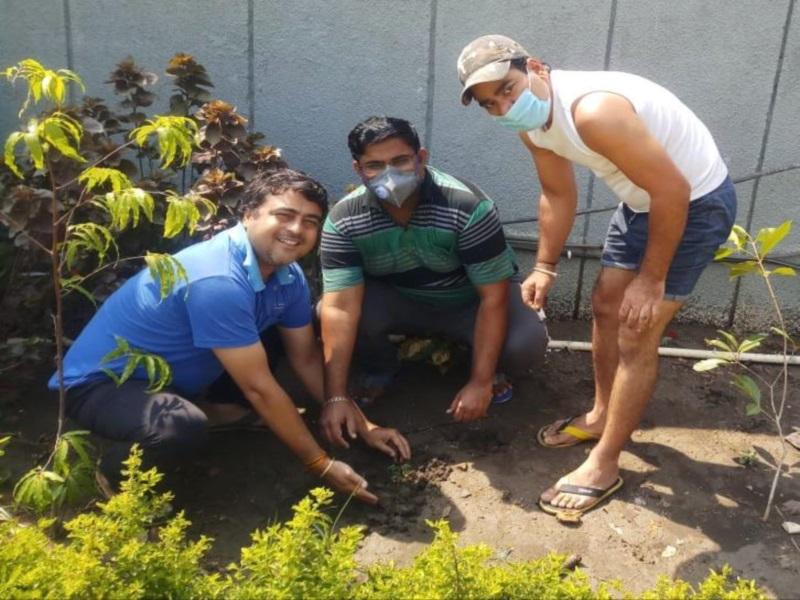 Bhopal News: रथ सेवा समिति ने कोरोना काल में बिछुड़े साथियों की स्मृति में किया पौधारोपण