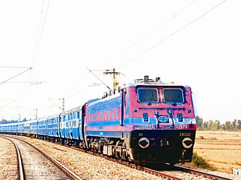 Gwalior Railway News: पटरी पर आने लगा रेल यातायात, काेराेना के कारण बंद हुई ट्रेनाें का संचालन फिर शुरू हुआ