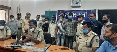 खिड़की तोड़ अलमारी से 25 लाख का सोना चोरी करने वाले चार बदमाश गिरफ्तार