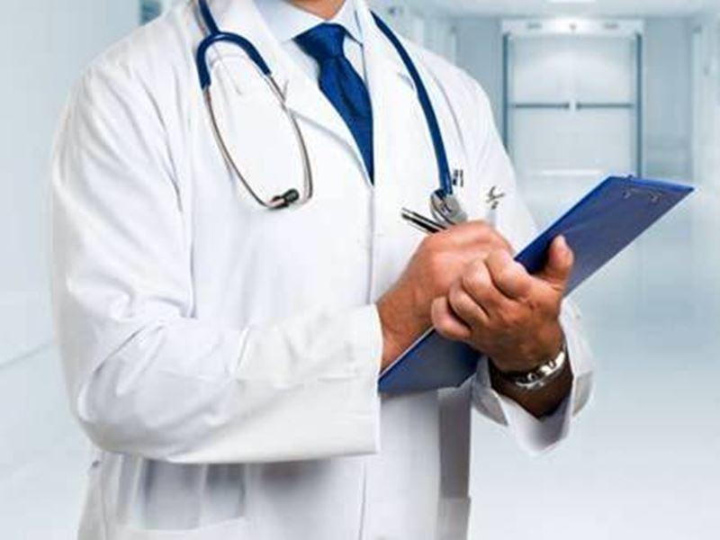 Health Indore News: बुजुर्ग की श्वास नली में फंसे नकली दांत के स्क्रू को चार घंटे के अंदर ही ब्रोकोस्कोप से निकाला