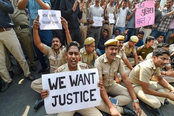 संपादकीय : पुलिस का धरना-प्रदर्शन