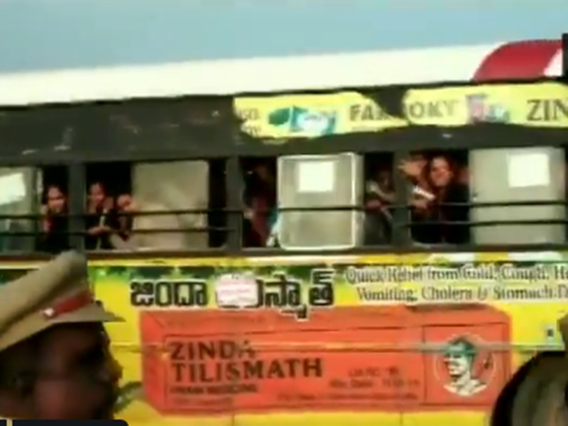 Hyderabad के दोषियों की मौत पर छात्राओं ने यूं मनाया जश्न, वीडियो वायरल