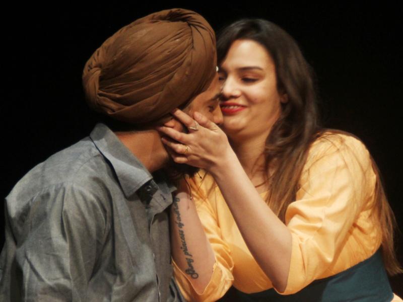 Bhopal Art News: शहीद भवन में 'मंटो की मोजेल' के मंचन से दिया प्रेम और इंसानियत का संदेश