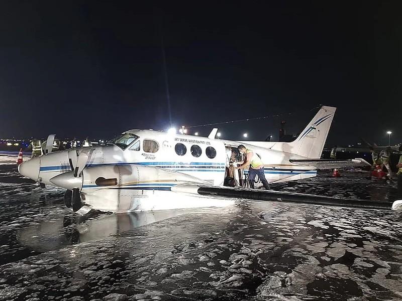 नागपुर से टेकऑफ करते ही एयर एंबुलेंस का अगला पहिया निकला, मुंबई में हुई इमरजेंसी लैंडिंग