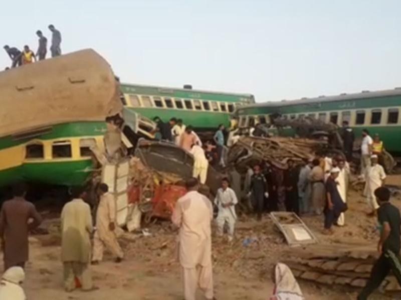 Pakistan Train Accident Today: पाकिस्तान में भीषण रेल बड़ा हादसा, दो यात्री ट्रेनें टकराईं, 36 यात्रियों की मौत