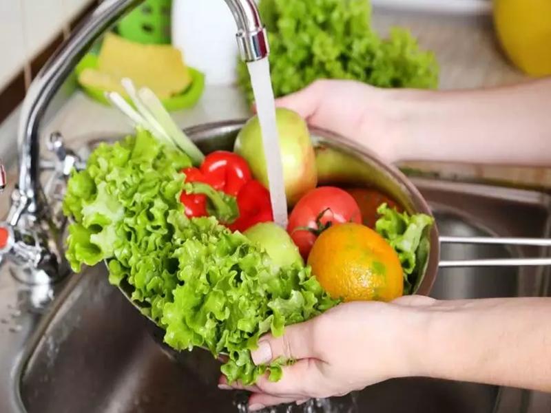 सब्जी, फल और किराीना सामान सैनेटाइज करने का ये है सही तरीका, FSSAI ने जारी की गाइडलाइन, ना करें ये गलती