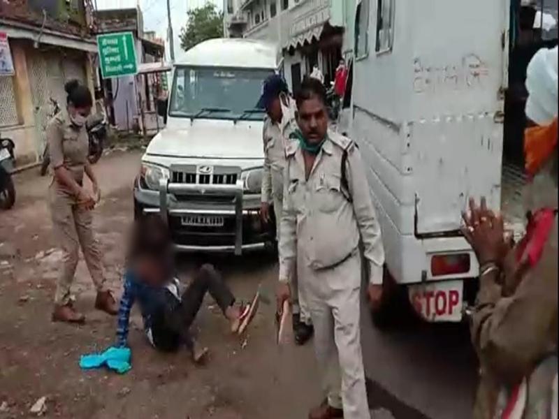 Barwani News : गुरुद्वारे के ग्रंथी को बाल पकड़कर घसीटा, एएसआई-प्रधान आरक्षक निलंबित