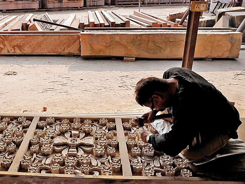 Ayodhya Case Verdict: अयोध्या में VHP ने रोका 1990 से जारी पत्थरों को तराशने का काम