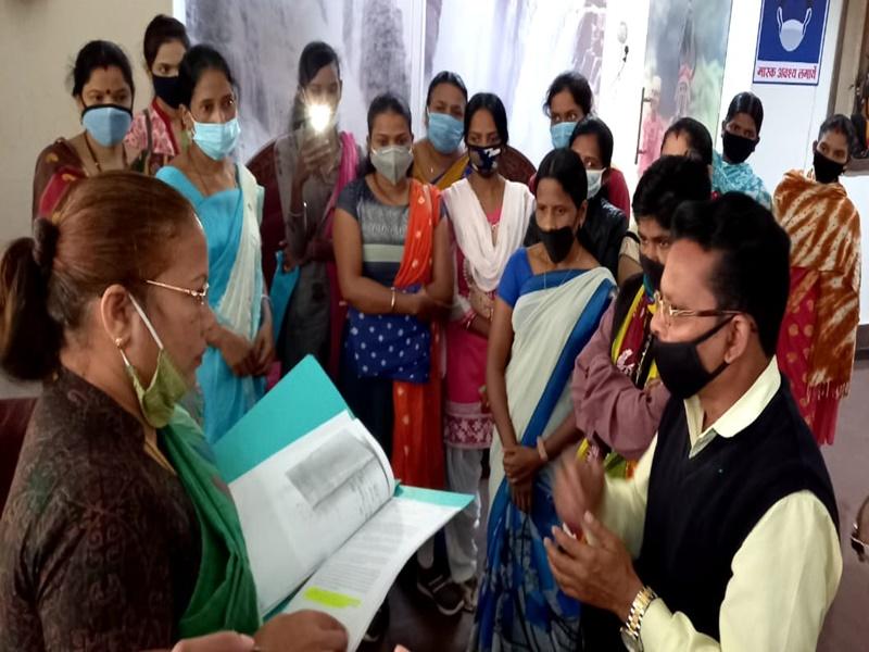 Bastar News: एनएमडीसी प्रबंधन पर बेटियों ने लगाया भेदभाव का आरोप, महिला आयोग की अध्यक्ष से शिकायत