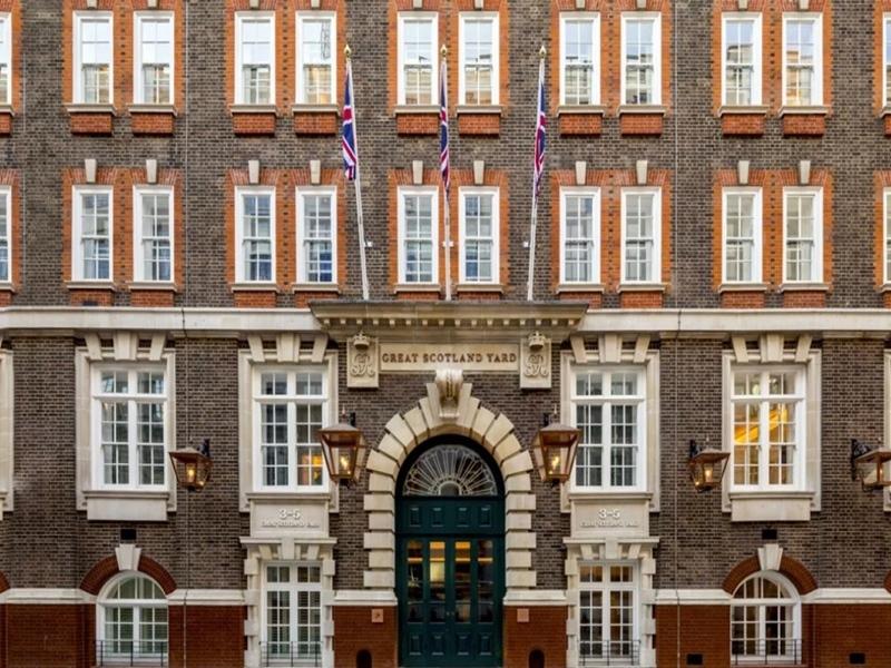 भारतीय कारोबारी ने लंदन पुलिस मुख्यालय को खरीदकर बनाया लग्जरी होटल, जानिए एक रात का खर्च