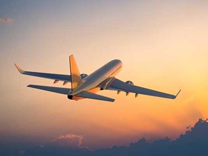 Corona Pandemic: हवाई यात्रा पर फिर छाने लगा कोरोना का साया, 15 फीसद घटी यात्रियों की संख्या