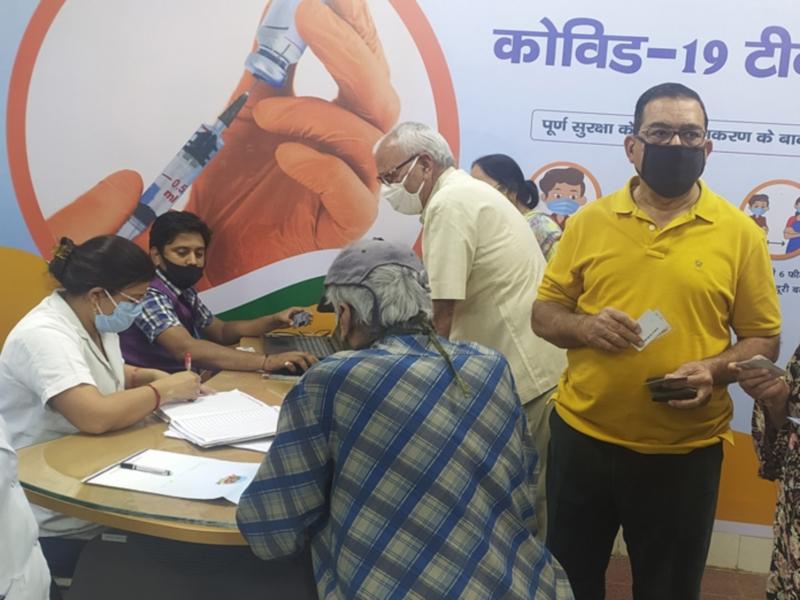 Corona Vaccination in Bhopal: भोपाल शहर में आज 77 अस्पतालों में लग रहा कोरोना का टीका