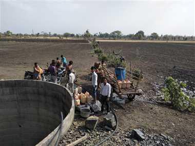 कई गांवों में गहराया जलसंकट, दो-तीन दूर से पानी ढोकर ला रहे ग्रामीण