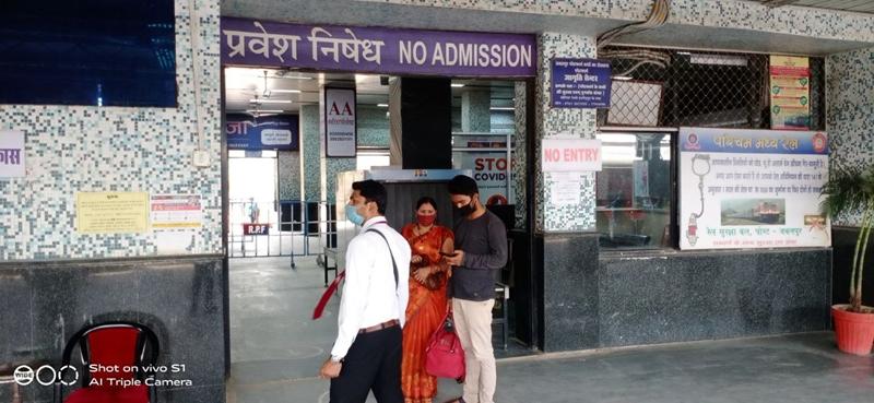 Jabalpur News: रेल कर्मचारी संक्रमित, जानकारी देने पोस्टर का सहारा