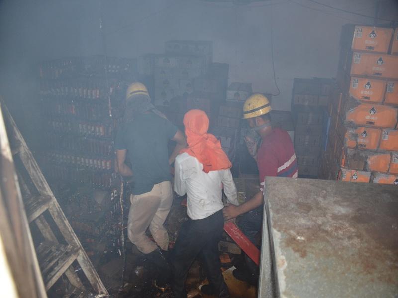 Gwalior fire News: अंग्रेजी शराब दुकान के अहाते में लगी आग