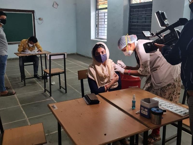 Vaccination In Raipur: राजधानी के आठ सेंटरों में 18 से 45 वालों का टीकाकरण, एपीएल का वैक्सीन खत्म
