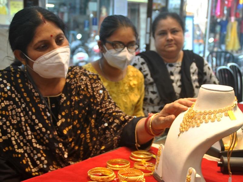 Akshaya Tritiya 2021: अक्षय तृतीया पर इस साल भी सराफा की चमक फीकी, 200 करोड़ के कपड़ों का स्टॉक जाम