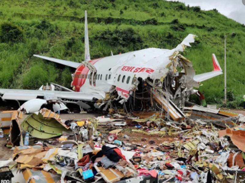 Kozhikode Plane Crash मृतकों में एक कोरोना संक्रमित, Rescue करने वालों की होगी जांच