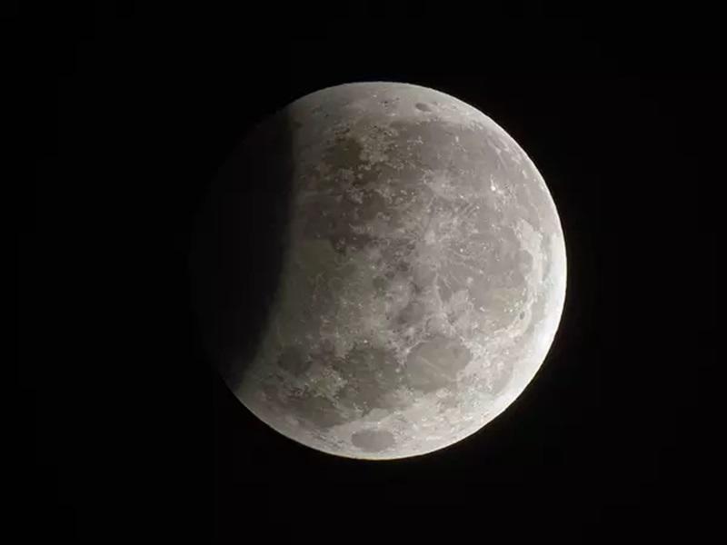 Lunar eclipse 2020 : बेअसर रहेगा पहला 'मान्ध' चंद्र ग्रहण, चांद को सिर्फ कर पाएगा धुंधला