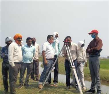 मंत्री कावरे के निर्देश पर सिंचाई की समस्या का हल खोजने नहर पहुंचे अधिकारियों ने किसानों से भी की चर्चा