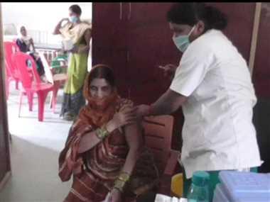 कोरोना का टीका लगवाने को जागरूक हो रहे लोग