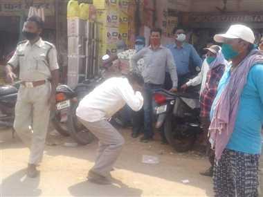 बिना मास्क निकले लोगों को पुलिस ने कराई उठक-बैठक, काटे चालान