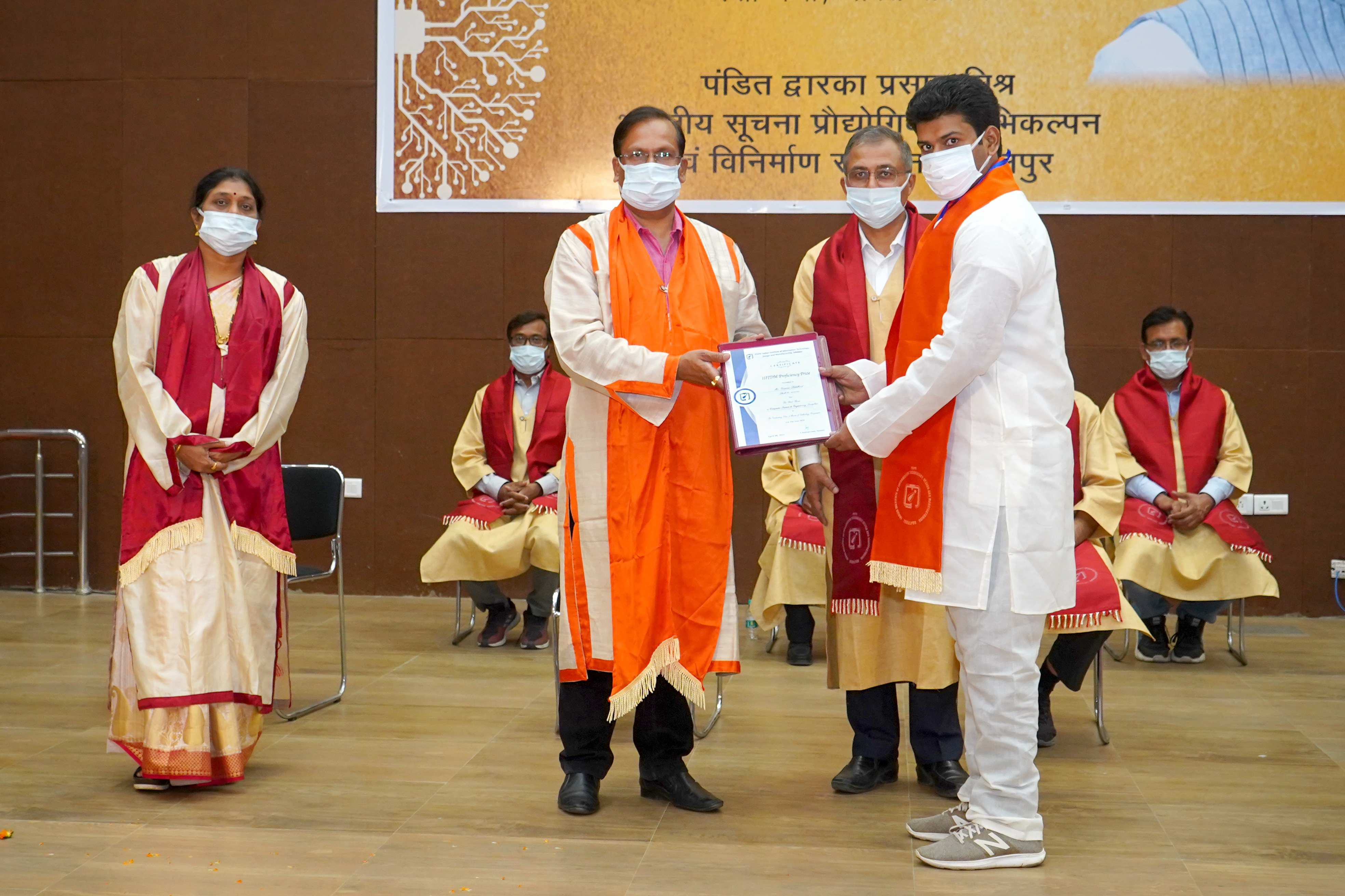IIITDM In Jabalpur: बेहतर प्रदर्शन के लिए मिला स्वर्ण पदक, उपाधि पाकर खिले विद्यार्थियों के चेहरे