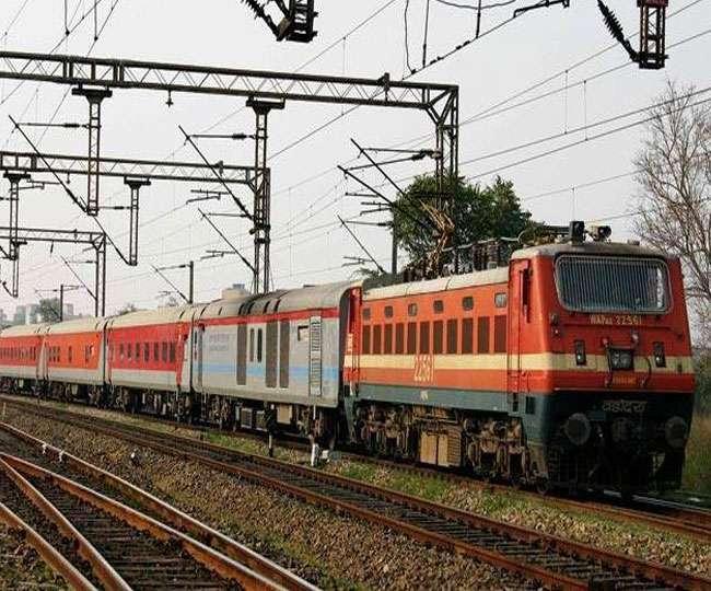 Railway Indore News: सोमवार से हो जाएगी 37 ट्रेन, लेकिन यात्रियों की स्क्रीनिंग का कोई इंतजाम नहीं