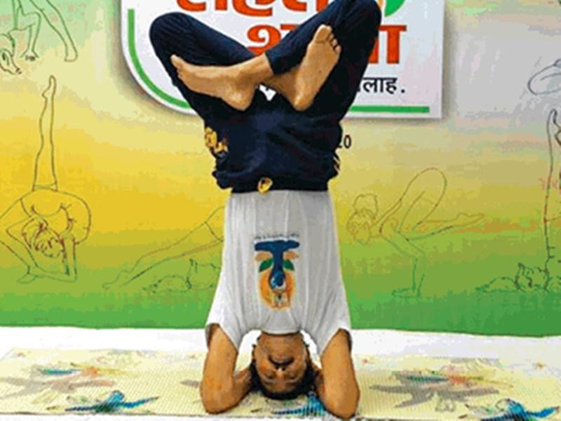 Naidunia Sehat Shala : अच्छा इंसान बनने के लिए विद्यार्थियों को योग जरूर अपनाना चाहिए