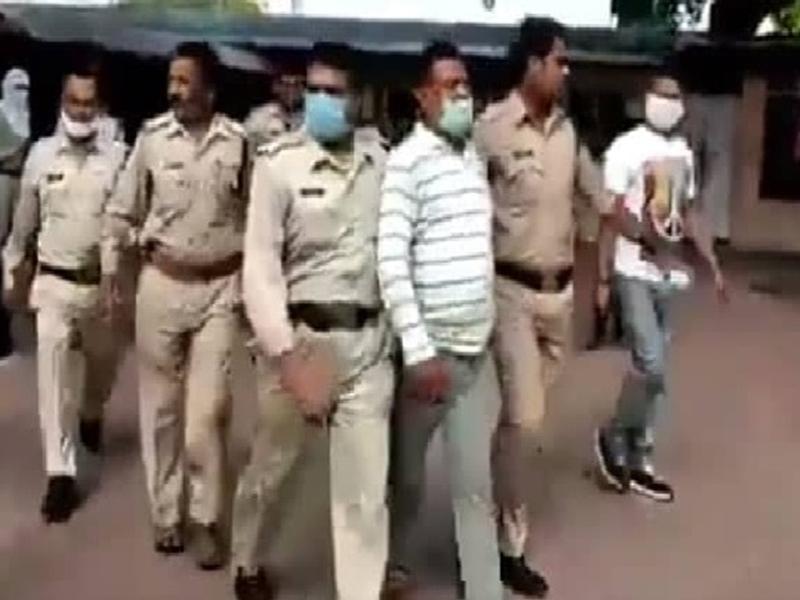 Vikas Dubey Arrested : चार राज्यों की पुलिस को चकमा देकर उज्जैन पहुंचा था आठ पुलिस कर्मियों का हत्यारा मोस्ट वॉटेंड विकास दुबे