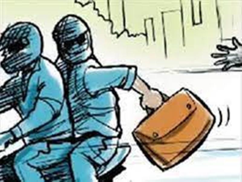 Bhind Crime News: मंडी जा रहे सब्जी व्यापारियाें को मिर्ची झोंककर लूटने की कोशिश, बाइक नहीं रोकने से बचे