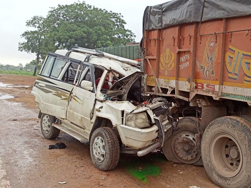 Mahasamund Accident : महासमुंद के पिथौरा में खड़े ट्रक से टकराई कार, चार लोगों की मौत