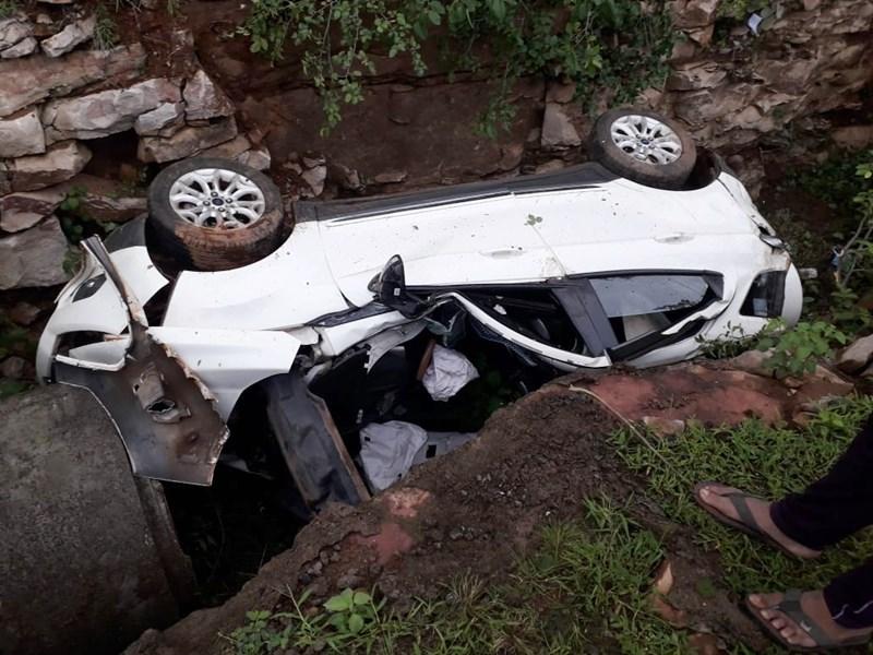 Shivpuri Car Accident : शिवपुरी जिले में ड्राइविंग सीखने के दौरान गड्ढे में गिरी कार, दो की मौत