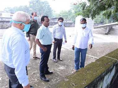 Dhamtari News: कलेक्टर ने किया जिला अस्पताल का निरीक्षण, ड्रेनेज सिस्टम को बेहतर बनाने के दिए निर्देश