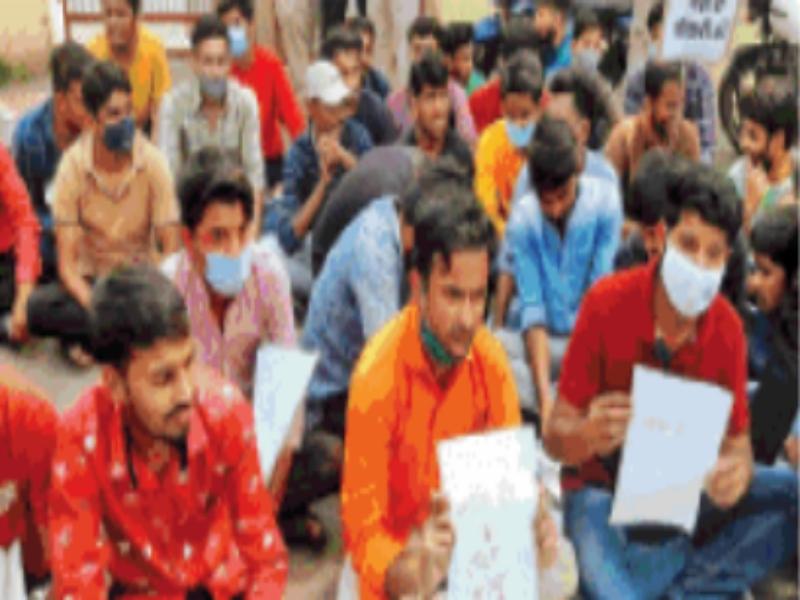 Gwalior Education News: कृषि छात्रों ने खून से लिखा पत्र-न्याय दो या फिर इच्छा मृत्यु