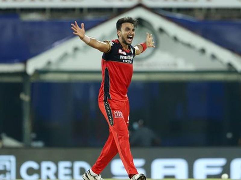 IPL 2021: हर्षल पटेल का शानदार प्रदर्शन, पहले ही मुकाबले में बने 'प्लेयर ऑफ द मैच'