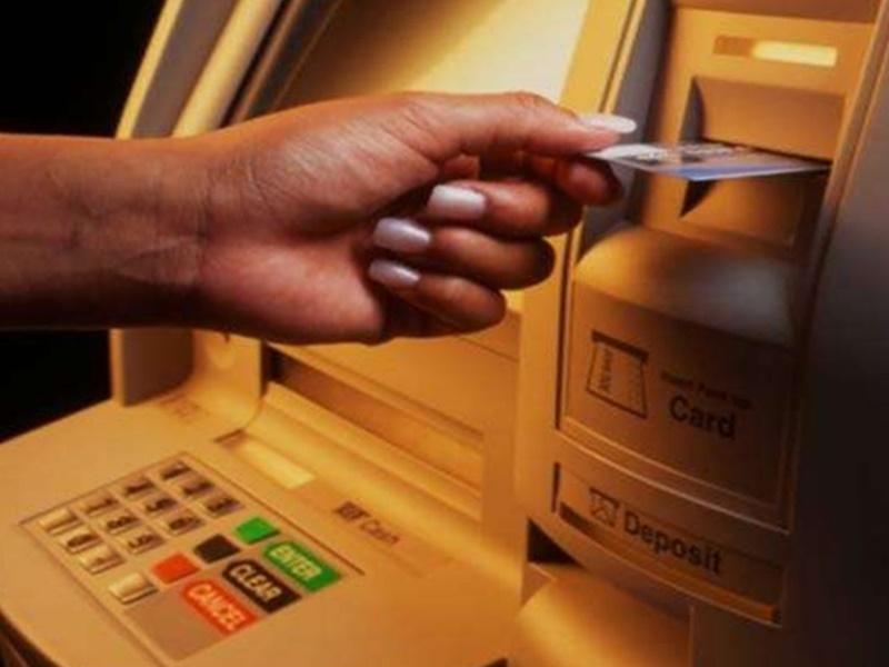 दूसरे बैंक के ATM से पैसे निकलना हुआ महंगा, RBI ने बढ़ाई इंटरचेंज फीस और अन्य चार्जेज