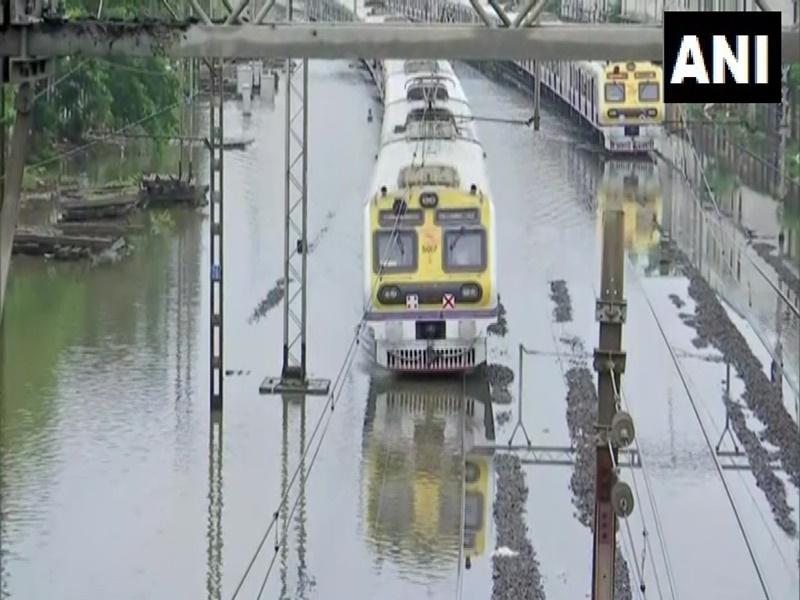 Monsoon Updates: मुंबई में भारी बारिश, 14 राज्यों में बारिश शुरू, इन राज्यों में अलर्ट
