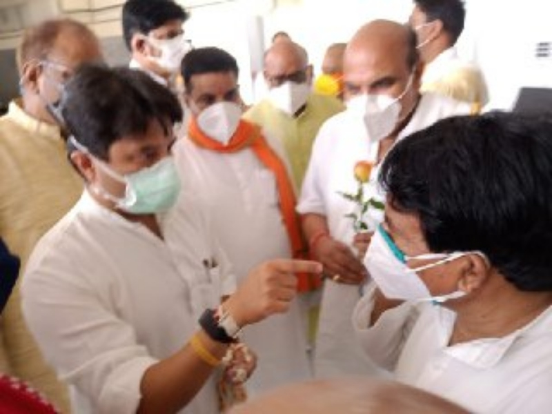 Gwalior Political News: राज्यसभा सदस्य सिंधिया ग्वालियर आए, कार्यकर्ताओं से की मुलाकात