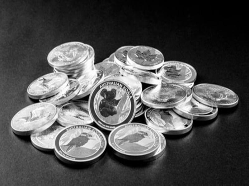 Silver Price Update: चांदी बीते साल के मुकाबले 50 फीसदी महंगी, हल्के सिक्के तैयार कर रहे कारोबारी