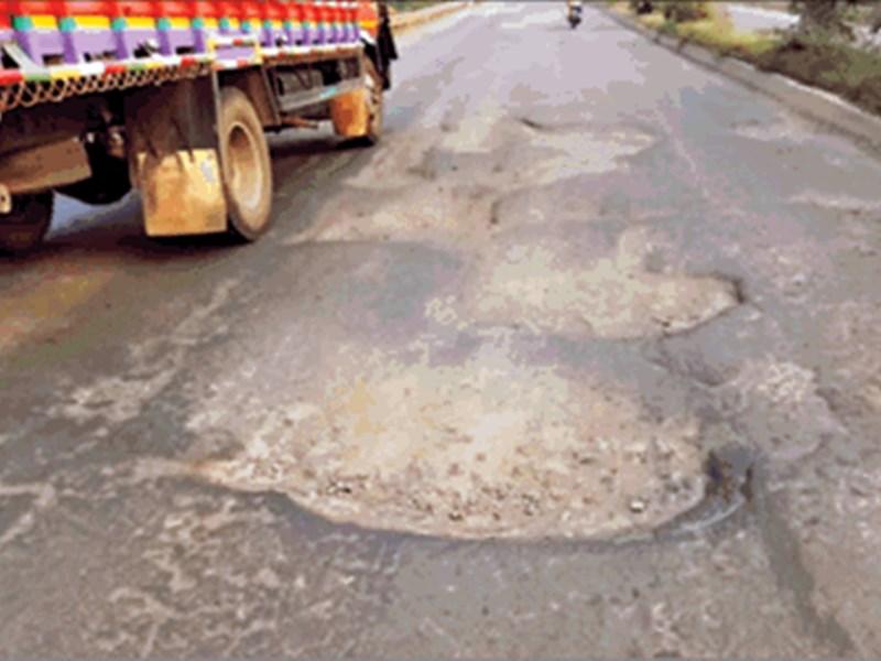 Madhya Pradesh Roads : मध्यप्रदेश में सड़क की 'राह' नहीं आसान