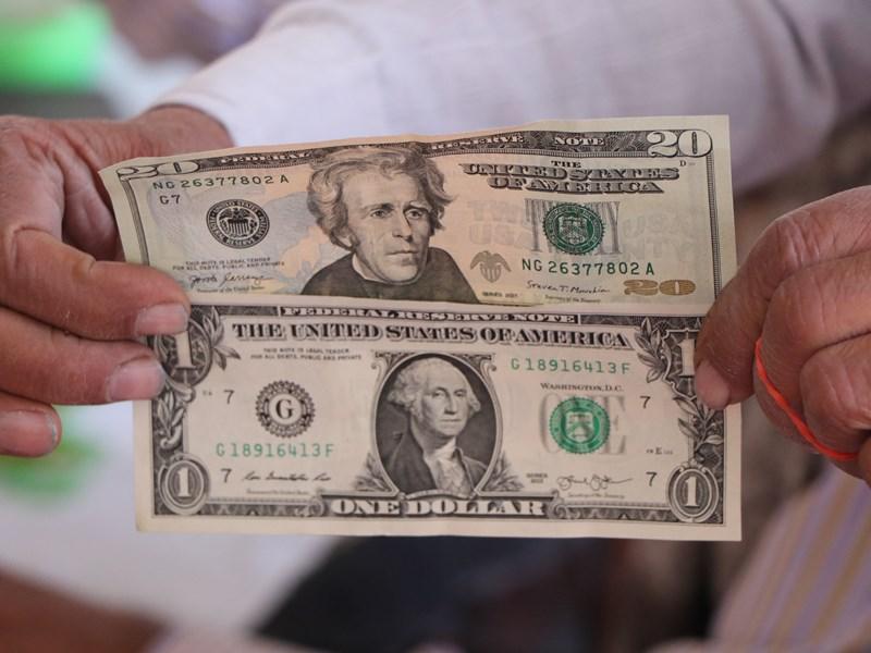 खजराना गणेश मंदिर की दानपेटी से निकले अमेरिकी डॉलर