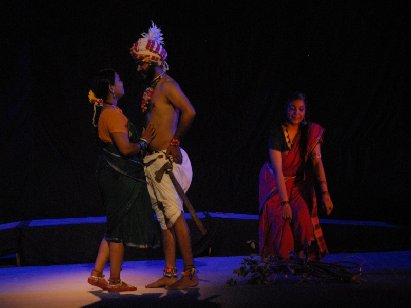 Bhopal Art News: नाटक में बताया गोंड युवती को है पसंद का वर चुनने की आजादी