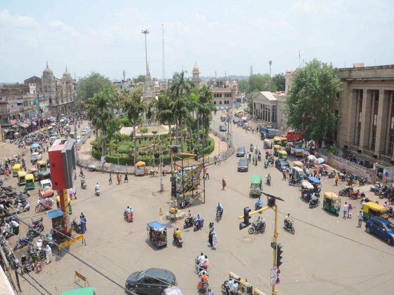 Gwalior Lockdown News: सड़काें पर घूमते रहे लाेग, दुकानें भी खुलीं, दाेपहर में निकले अफसर