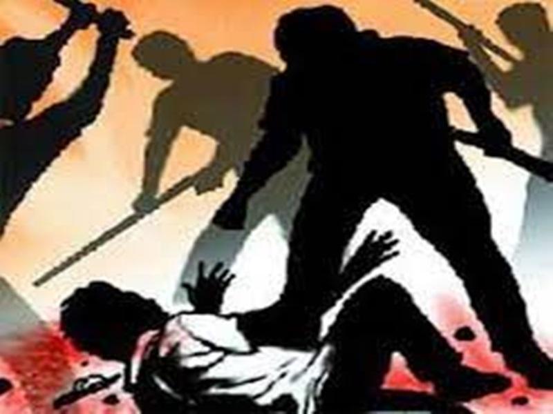 Indore News: जमीन के बंटवारे को लेकर तीन आरोपितों ने मिलकर एक को बेरहमी से पीटा, हत्या की धमकी दी