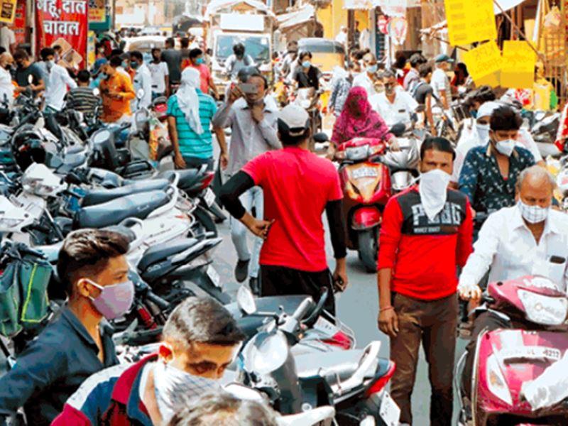 इंदौर के बाजारों में फिर उमड़ी भीड़, नियमों की उड़ी धज्जियां
